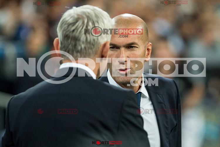 Legia Warszawa's coach Jacek Magiera and Real Madrid's coach Zinedine Zidane during the match of UEFA Champions League group stage between Real Madrid and Legia de Varsovia at Santiago Bernabeu Stadium in Madrid, Spain. October 18, 2016. (ALTERPHOTOS/Rodrigo Jimenez) /NORTEPHOTO.COM