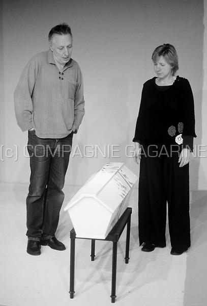 Theatre company Hofpoortteater Elckerlijc playing Het Zouthuis from Peer Wittenbols directed by Sylvie Gruijters (Belgium, 18/01/2008)