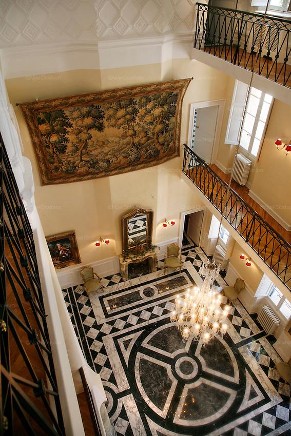 Great home in montfort var france nigel dickinson for 18th floor balcony mp3