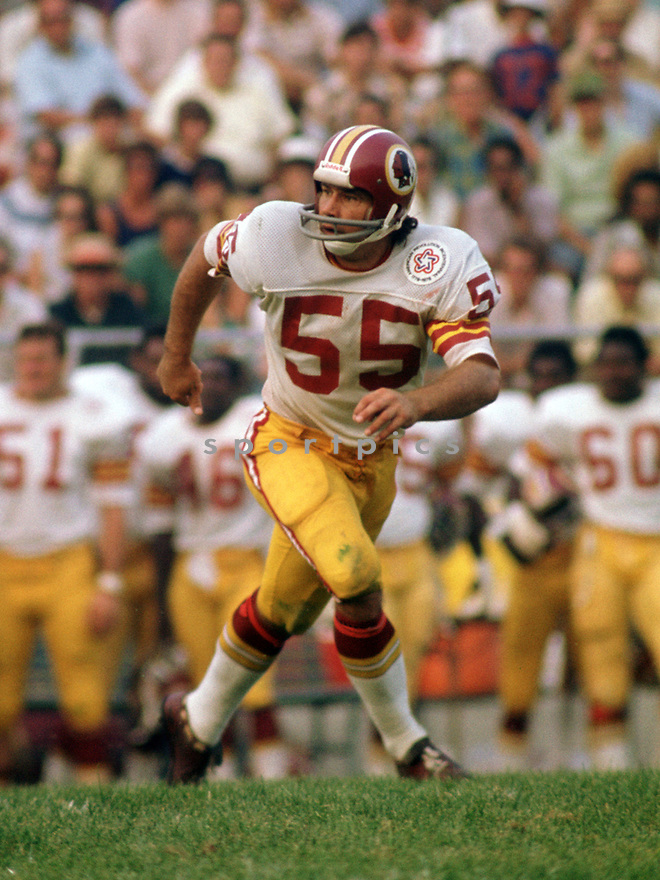 Washington Redskins Chris Hanburger (43) during a game from his 1975 season with the Washington Redskins. Chris Hanburger played for 14 season, all with the Washington Redskins, was a 9-time Pro Bowler and was inducted into the Pro Football Hall of Fame in 2011.(SportPics)