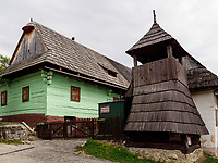Glockenturm im Museumsdorf Vikolinec-Vlkoi&iacute;nec in Ruzomberok, Zilinsky kraj, Slowakei, Europa, UNESCO-Weltkulturerbe<br /> traditional house and bell tower in museum village Vicolinec in Ruzomberok Zilinsky kraj, Slovakia, Europe, UNESCO world heritage