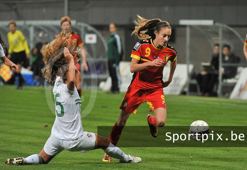 20131031 - ANTWERPEN , BELGIUM : Belgian Tessa Wullaert (9) pictured avoiding the tackle during the female soccer match between Belgium and Portugal , on the fourth matchday in group 5 of the UEFA qualifying round to the FIFA Women World Cup in Canada 2015 at Het Kiel stadium , Antwerp . Thursday 31st October 2013. PHOTO DAVID CATRY