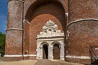 France, Aisne (02), Thiérache, Parfondeval, labellisé Les Plus Beaux Villages de France, église fortifiée Saint-Médard, portail d'entrée