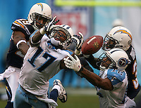 Z.chargers.1.0601.jl.jpg/photo Jamie Scott Lytle/Titans receivers #17 Chris Davis and #12 Justine Gage grap for a Vince Young pass put is knocked down by the chargers #31 Antonio  Cromartie and  #29 Florence Davis to stop a Titan drive.