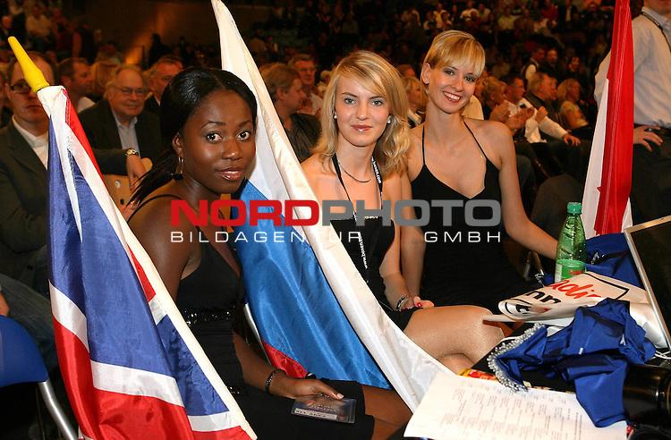 NABA-Meisterschaft im Schwergewicht<br /> NABA Heavyweight Title 12 rounds<br /> Berufsboxgala in der EWE Arena in Oldenburg<br /> Jean-Francois Bergeron (Kanada #Titelverteidiger / Champion) vs Nikola Valuev ( Russland # Herausforderer / Challenger )<br /> Nummerngirls mit Fahnen.<br /> Foto &copy; nph ( nordphoto )<br /> <br /> <br /> <br /> <br /> <br /> <br /> <br /> <br /> <br /> <br /> <br /> <br /> <br /> <br /> <br /> <br /> <br /> <br /> <br /> <br /> <br /> <br /> <br /> <br /> <br /> <br /> <br /> <br /> <br /> <br /> <br />  *** Local Caption ***