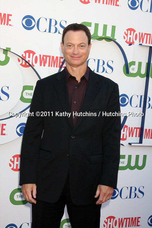 LOS ANGELES - AUG 3:  Gary Sinise arriving at the CBS TCA Summer 2011 All Star Party at Robinson May Parking Garage on August 3, 2011 in Beverly Hills, CA