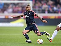 Fussball  1. Bundesliga  Saison 2015/2016  29. Spieltag  VfB Stuttgart  - FC Bayern Muenchen    09.04.2016 Arturo Vidal (FC Bayern Muenchen) am Ball