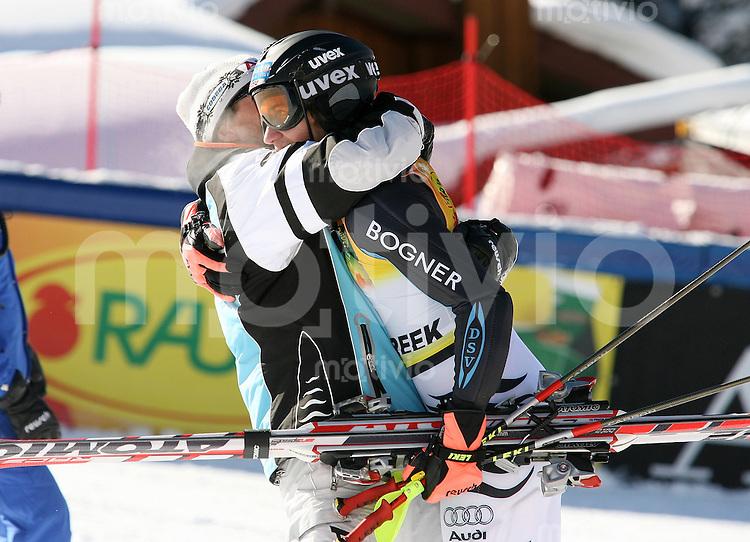 Ski Alpin; Saison 2006/2007  Slalom Herren JUBEL, Felix Neureuther (GER,re) belegt Platz 3. umarmt von DSV Cheftrainer Trainer Werner Margreiter
