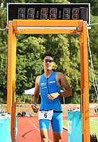 Sieger Pascal Ramali kommt nach 58:18 ins Ziel - Mörfelden-Walldorf 15.07.2018: 10. MöWathlon