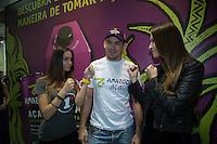 SAO PAULO, SP, 08 DE MAIO DE 2013. APAS 2013 - FEIRAS APAS 2013 - O lutador do UFC, Demian Maia, comparece ao stand da GlobalBev na Apas 2013 - Congresso e Feira de Negócios em Supermercados. no Expo Center Norte para divulgação de bebida da marca.  FOTO ADRIANA SPACA/BRAZIL PHOTO PRESS