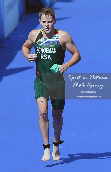 Henri Schoeman (RSA). Men's Triathlon at the 2014 Commonwealth Games. <br /> PHOTO: Mandatory by-line: Garry Bowden/SIPPA/Pinnacle - Tel: +44(0)1363 881025 - Mobile:0797 1270 681 - VAT Reg No: 183700120 - 240714 - Glasgow 2014 Commonwealth Games - Strathclyde County Park, Glasgow, Scotland, UK