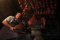Europe/France/Rhône-Alpes/74/Haute-Savoie/Env de Manigod: Régis Bozon charcutier et  sa charcuterie de montagne dans son fumoir [Non destiné à un usage publicitaire - Not intended for an advertising use]
