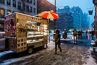 New York, USA - Snow began to fall on the northeast in what is expected to be a record snowstorm. In New York City, Mayor De Blasio announced public transportation would shut down and non-emergency traffic would be banned after 11 pm (23:00) ©Stacy Walsh Rosenstock/Alamy Live News