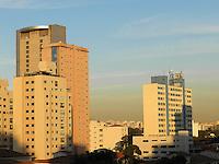 SAO PAULO - SP - 30 DE JULHO DE 2013 - CLIMA/TEMPO / SÃO PAULO - Céu claro e uma camada escura de poluição cobre a cidade devido ao clima seco é visto a partir do bairro de Pinheiro região oeste de São Paulo, nesta terça-feira, 30.  FOTO: MAURICIO CAMARGO / BRAZIL PHOTO PRESS.