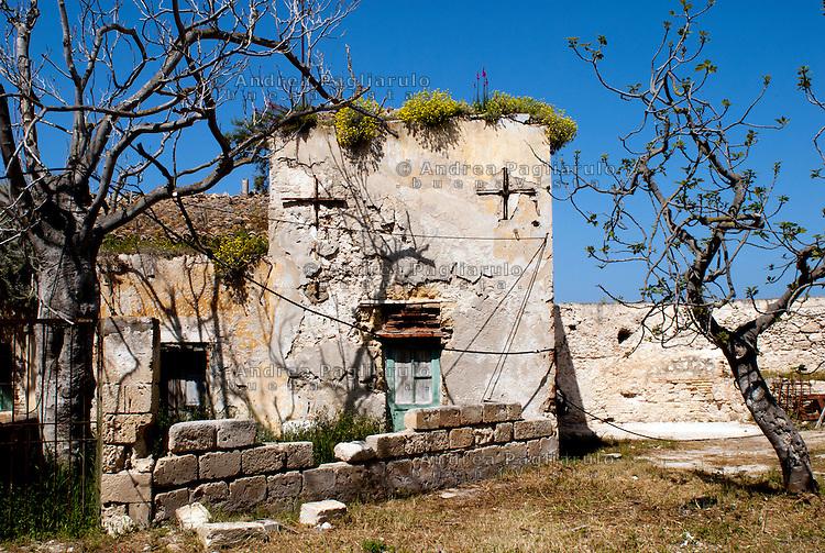 Italia, Isole Tremiti.<br /> Isola di San Nicola, la piazza d'armi.<br /> Italy, Tremiti islands.
