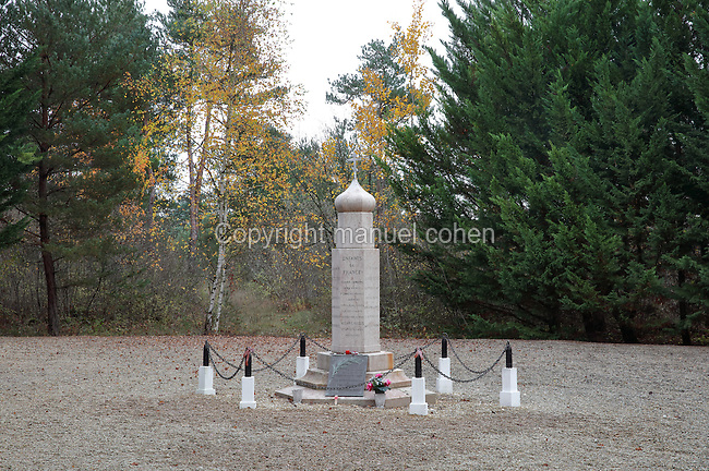 Russian Orthodox monument, built 1917 by soldiers of the Russian 2nd Special Regiment in memory of their fallen comrades, near the site of the Mourmelon military camp, beside the Russian cemetery, Saint-Hilaire-le-Grand, Marne, Champagne-Ardenne, France. The site honours the 6,100 Russian soldiers killed on French battlefields, in memory of the Franco-Russian military alliance celebrated at the visit of Czar Nicholas II to Champagne in 1896 and 1901. 1,000 Russian soldiers from 2 brigades who fought on the French front in 1916-18 are buried here. An adjoining Orthodox Chapel was designed by Albert Benois and built 1936-37 with funds from the Association du Souvenir du Corps Expeditionnaire Russe. The site is listed as a historic monument. Picture by Manuel Cohen