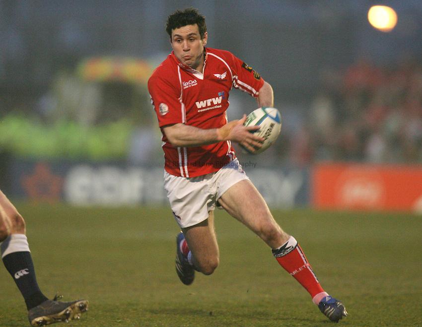 Photo: Rich Eaton...Llanelli Scarlets v Munster Rugby. Heineken Cup. 30/03/2007. Stephen Jones of Scarlets attacks.