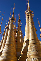 Myanmar, (Burma), Shan State, Inle Lake: Shwe Inn Thein Pagoda | Myanmar (Birma), Shan Staat, Inle See: Shwe Inn Thein Pagode