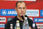 03.11.2018, BayArena, Leverkusen, GER, 1. FBL,  Bayer 04 Leverkusen vs. TSV 1899 Hoffenheim,<br />  <br /> DFL regulations prohibit any use of photographs as image sequences and/or quasi-video<br /> <br /> im Bild / picture shows: <br /> Pressekonferenz (PK) nach dem Spiel,  Heiko Herrlich Trainer (Bayer Leverkusen),<br /> Foto &copy; nordphoto / Meuter