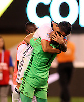 NEW JERSEY - UNITED STATES, 17-06-2016: David Ospina (Der.) y James Rodriguez (Izq.) jugadores de Colombia celebran la clasificación a la semifinal al vencer al Peru, en el partido por los cuartos de final entre Colombia (COL) y Peru (PER)  por la Copa América Centenario USA 2016 jugado en el estadio MetLife en East Rutherford Nueva Jersey, USA. / David Ospina (R) and James Rodriguez (L) players of Colombia celebrate the qualification to the semifinal after beat Peru in the match for the quarter of finals between Colombia (COL) and Peru (PER) for the Copa América Centenario USA 2016 played at MetLife stadium in East Rutherford, New Jersey, USA. Photo: VizzorImage/ Luis Alvarez /Cont.