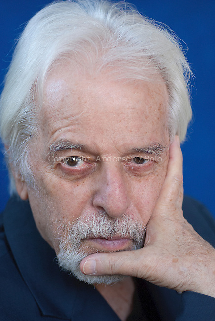 Alexandro Jodorowsky, Chilean writer at home.