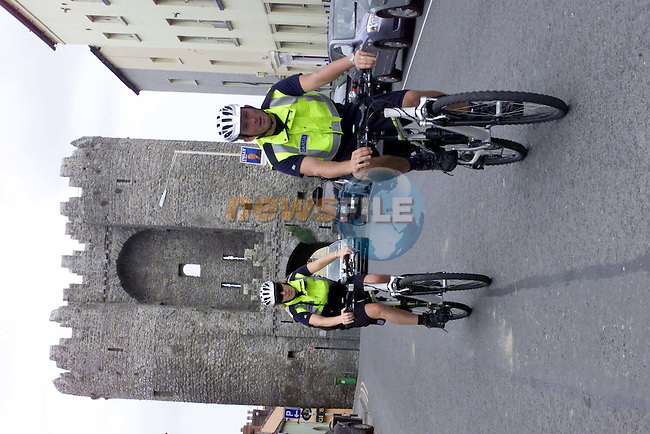 garda on there new Mountain Bikes in Drogheda.Picture Fran Caffrey Newsfile