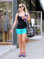 April 25, 2014 Brentwood Ca Reese Witherspoon spotted leaving the gym and grabbing a coffee SP1/ Starlitepics /NortePhoto