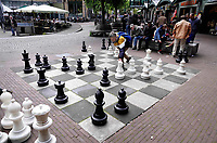 Nederland Amsterdam  2019. Schaken met grote schaakstukken op het Max Euweplein. Foto Berlinda van Dam / Hollandse Hoogte