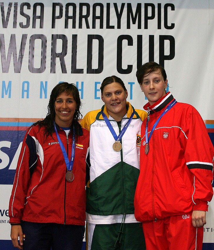Photo: Paul Thomas..VISA Paralympic World Cup 2007. Swimming. 12/05/2007...(L-R) Esther Morales of Spain, Natalie Du Toit of South Africa and Katarzyna Pawlik of Poland.