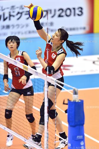 (R-L) Kanako Hirai, Haruka Miyashita (JPN),<br /> AUGUST 18, 2013 - Volleyball :<br /> 2013 FIVB World Grand Prix, Preliminary Round Week 3 Pool M match Japan 3-2 Czech Republic at Sendai Gymnasium in Sendai, Miyagi, Japan. (Photo by Ryu Makino/AFLO)