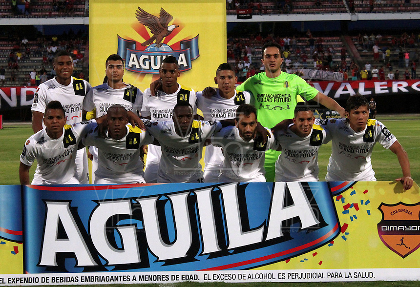 CUCUTA - COLOMBIA -15 -08-2015: Los jugadores de Alianza Petrolera, posan para una foto durante partido entre Cucuta Deportivo y Alianza Petrolera, por la fecha 10 de la Liga Aguila II-2015, jugado en el estadio General Santander de la ciudad de Cucuta.  / The players of of Alianza Petrolera, pose for a photo during a match between Cucuta Deportivo and Alianza Petrolera, for the date 10 of the Liga Aguila II-2015 at the General Santander Stadium in Cucuta city, Photo: VizzorImage / Manuel Hernandez/ Cont.
