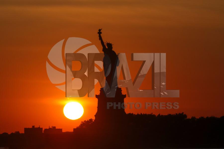Nova York (EUA), 30/08/2019 - Turismo / Nova York - Vista do pôr-do-sol na Estatua da Liberdade em Nova York nos Estados Unidos nesta sexta-feira, 30. (Foto: William Volcov/Brazil Photo Press)