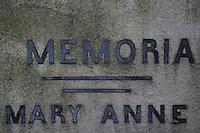 Il tuo nome..Cerco il tuo nome per dismettere il  dolore della tua presenza altrove, nel silenzio rotto dalla terra che  vive....Il Cimitero acattolico di Roma.Non-Catholic Cemetery of Rome.