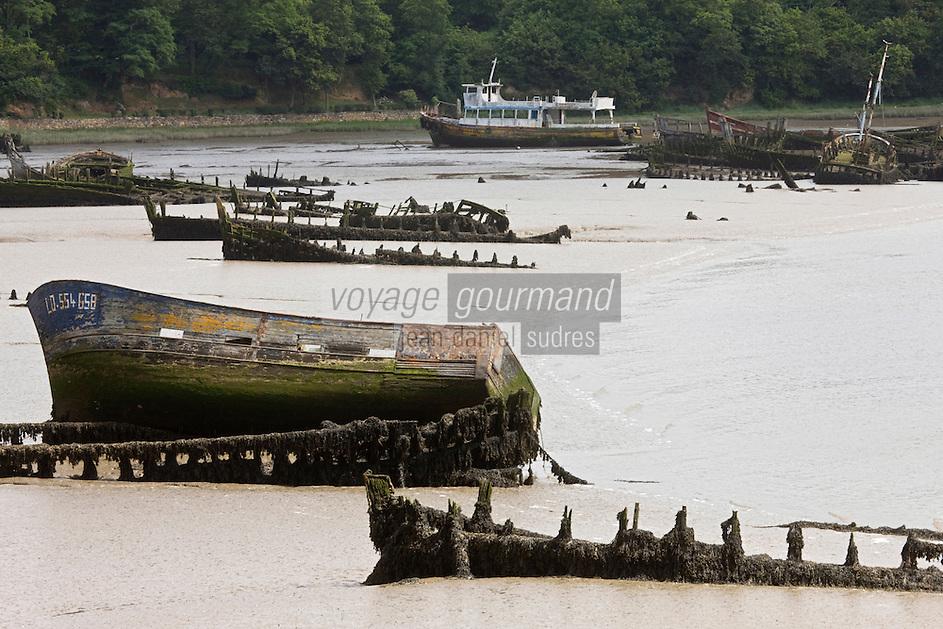 Europe/France/Bretagne/56/Morbihan/Lanester : Le Cimetière des bateaux de Kerhervy sur la rivière du Blavet