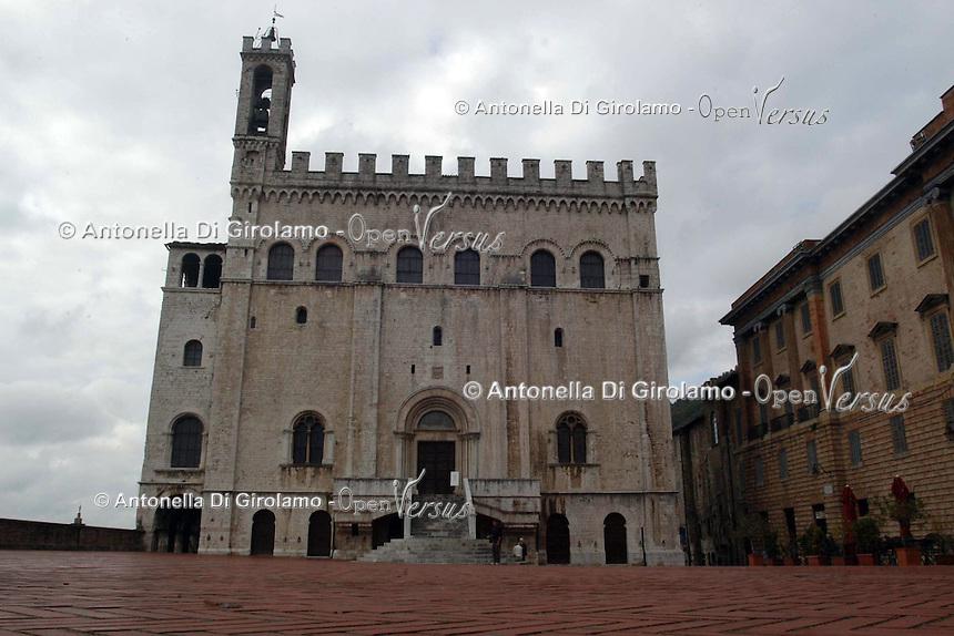 Il palazzo dei Consoli. .Venne costruito fra il 1332 ed il 1349 su progetto di Angelo da Orvieto, citato anche nell'iscrizione sita sul portale..It was built between 1332 and 1349 to designs by Angelo da Orvieto....