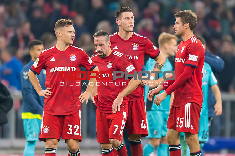 03.11.2018, Allianz Arena, Muenchen, GER, 1.FBL,  FC Bayern Muenchen vs. SC Freiburg, DFL regulations prohibit any use of photographs as image sequences and/or quasi-video, im Bild enttaeuscht Joshua Kimmich (FCB #32) Franck Ribery (FCB #7) Niklas Suele (FCB #4) Thomas Müller (FCB #25) <br /> <br />  Foto © nordphoto / Straubmeier