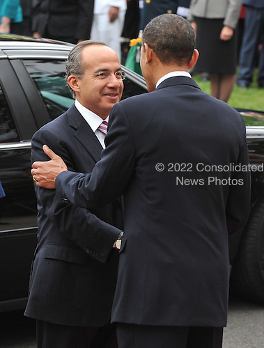 United States President Barack Obama (C) greets Mexican President Felipe Calderon during a welcoming ceremony on the South Lawn of the White House in Washington on Wednesday, May 19, 2010. .Credit: Kevin Dietsch - Pool via CNP