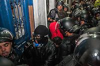 SÃO PAULO, SP, 04/O9/2014 - PROTESTO / MASCARADOS/ ROOSEVELT - Um grupo de mascarados realiza protesto na Praça Roosevelt contra  a proibição do uso de máscaras em São Paulo, na noite desta quinta-feira (4), em São Paulo. (Taba Benedicto / Brazil Photo Press).