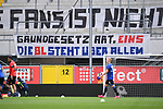 "Die Fans des SC Paderborn mit einem Banner vor ihrem Fanblock und Kritik an den Geisterspielen: ""Grundgesetz Art (Artikel) Eins. Die BL (Bundesliga) steht ueber allem"".<br />