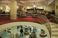 Grossbritannien, England, London, Picadilly: Fortnum and Mason, Lebensmittelgeschaeft der Windsors | Great Britain, England, London, Picadilly: Interior of Fortnum and Mason