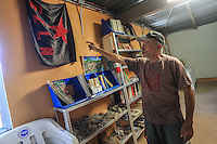 Wenceslao Monrroy se&ntilde;ala la bandera del EZLN , Ejercito Zapatista de Liberaci&oacute;n Nacional, propietario de Rancho eco tur&iacute;stico  El Pe&ntilde;asco enpueblo Magalena de Kino<br /> &copy;Foto: LuisGutierrrez/NortePhoto
