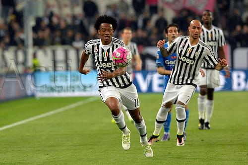 02.04.2016. Juventus Stadium, Turin, Italy. Serie A Football. Juventus versus Empoli. Juan Cuadrado on the ball
