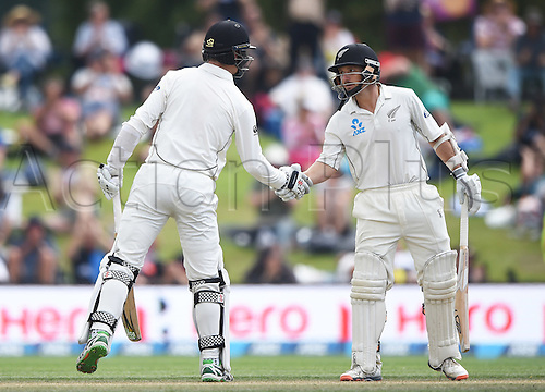 23.02.2016. Christchurch, New Zealand.  BJ Watling and Matt Henry shake hands as they celebrate a 100 run partnership on Day 4 of the 2nd test match. New Zealand Black Caps versus Australia. Hagley Oval in Christchurch, New Zealand. Tuesday 23 February 2016.