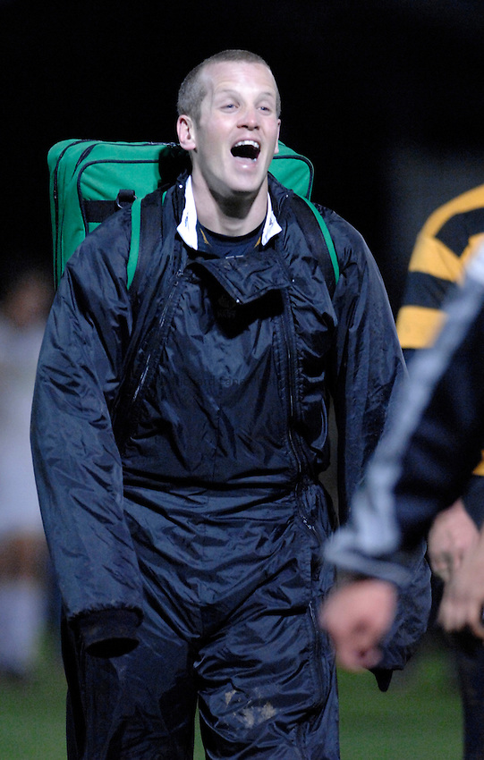 Photo: Richard Lane..London Wasps A v Bath Rugby A. Guinness A League. 19/03/2007. .Wasps' Dave Walder shares a joke as the team leave the field.