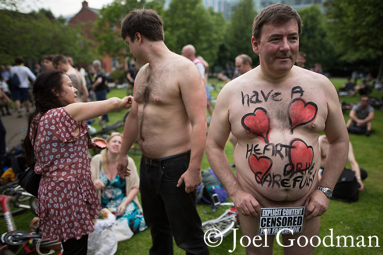 "© Joel Goodman - 07973 332324 .  12/06/2015. Manchester, UK. "" Explicit content censored for Facebook "" sign held  by a man over his genitals . Hundreds take part in the World Naked Bike Ride , which sees cyclists undress and cycle nude through Manchester City Centre . Photo credit : Joel Goodman"