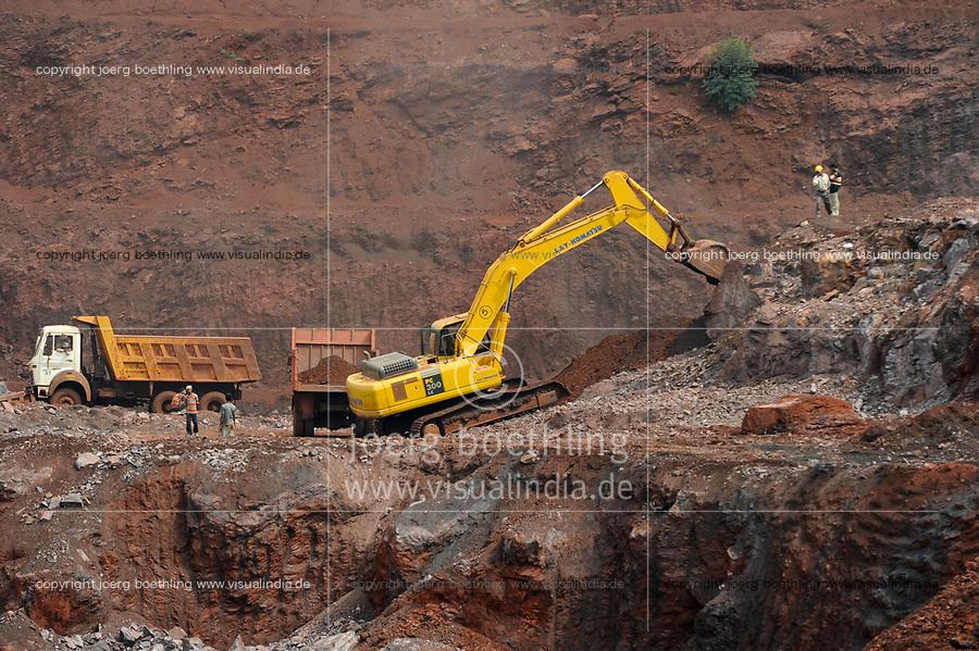 INDIA Jharkhand Noamundi , iron ore open cast mining / INDIEN Jharkhand Noamundi , Abbau von Eisenerz u.a. von Tata Steel im offenen Tagebau