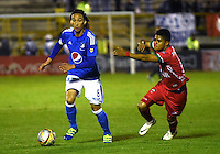 TUNJA -COLOMBIA, 02-07-2016. Rafael Robayo (Izq.) jugador de Millonarios disputa el balón con  Patriotas  FC durante encuentro  por la fecha 1 de la Liga Aguila II 2016 disputado en el estadio de  La Independencia./ Rafael Robayo (L) player of Millonarios fights for the ball with Patriotas FC during match for the date 1 of the Aguila League II 2016 played at La Independencia  stadium . Photo:VizzorImage / César Melgarejo   / Cont