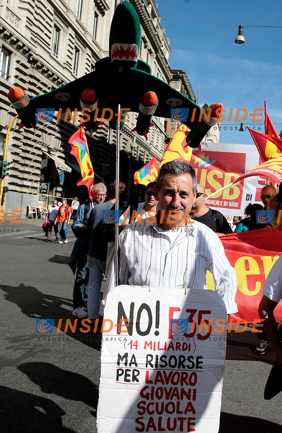 No F 35<br /> Roma 18-10-2013 Manifestazione dei sindacati di base USB e COBAS in occasione dello sciopero nazionale dei lavoratori.<br /> Strike and demonstration of the Left Trade Unions<br /> Photo Samantha Zucchi Insidefoto