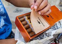 HAVANA, CUBA, 22.07.2015 – Vendedor oferece charutos cubanos pela rua do bairro de Havana velha. (Foto: Paulo Lisboa/Brazil Photo Press)