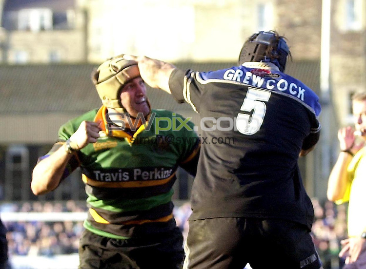 Pix: Matthew Lewis/SWpix.com. Rugby Union. Powergen Cup, Quarter Final. Bath v Northampton Saints. 25/01/2003...COPYRIGHT PICTURE>>SIMON WILKINSON>>01943 436649>>..Bath's Danny Grewcocok and Northampton's Mark Connors fight out.